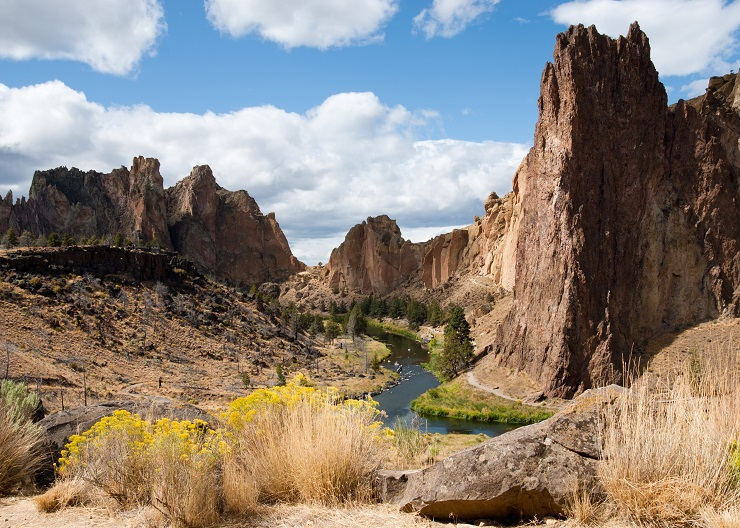 Smith Rock state park in Central Oregon. Sunny day with river flowing through the cliffs.