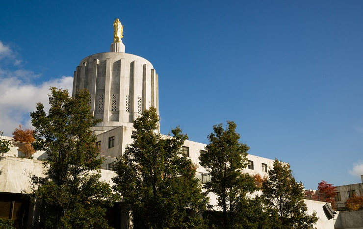 Oregon Capital building with sunny skies and green trees.